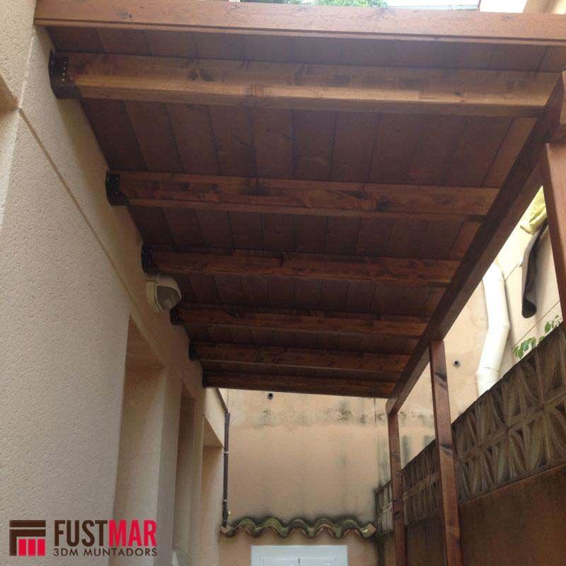 Pergola de madera de abeto laminado lasurado en color for Colores para techos de madera