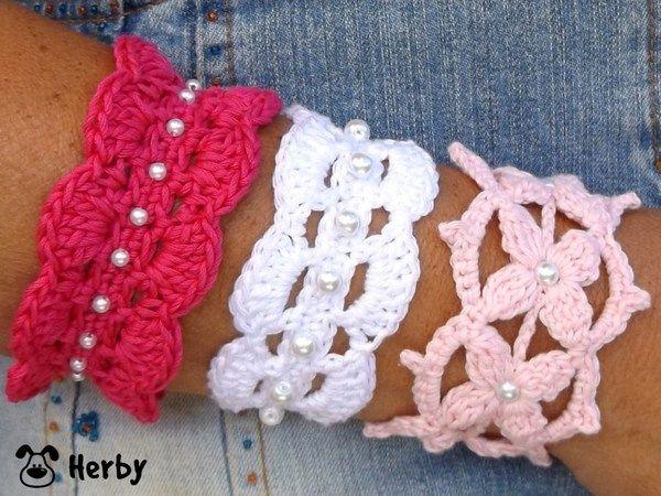 Häkelanleitung für süße #Armbänder mit weißen Perlen. Diese ...