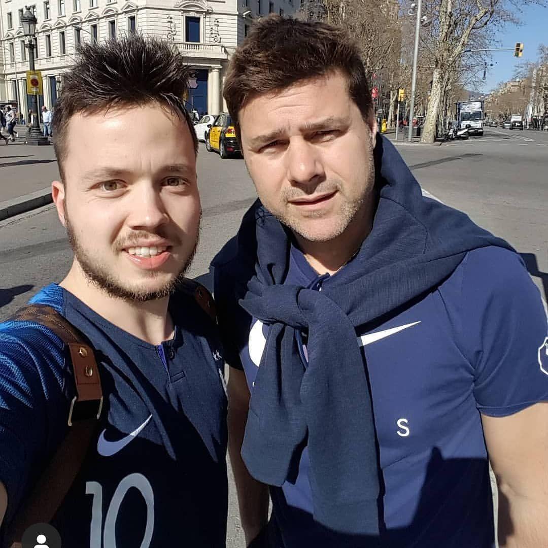 Soccerstarhunter Official Trifft Zufallig Mauricio Pochettino In Barcelona Welcher Trainer Ist Soccersta Mauricio Pochettino Football Training Soccer Stars