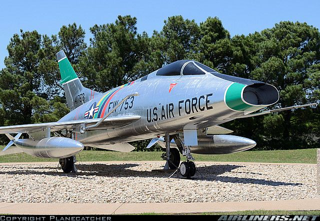 North American F-100C Super Sabre aircraft picture