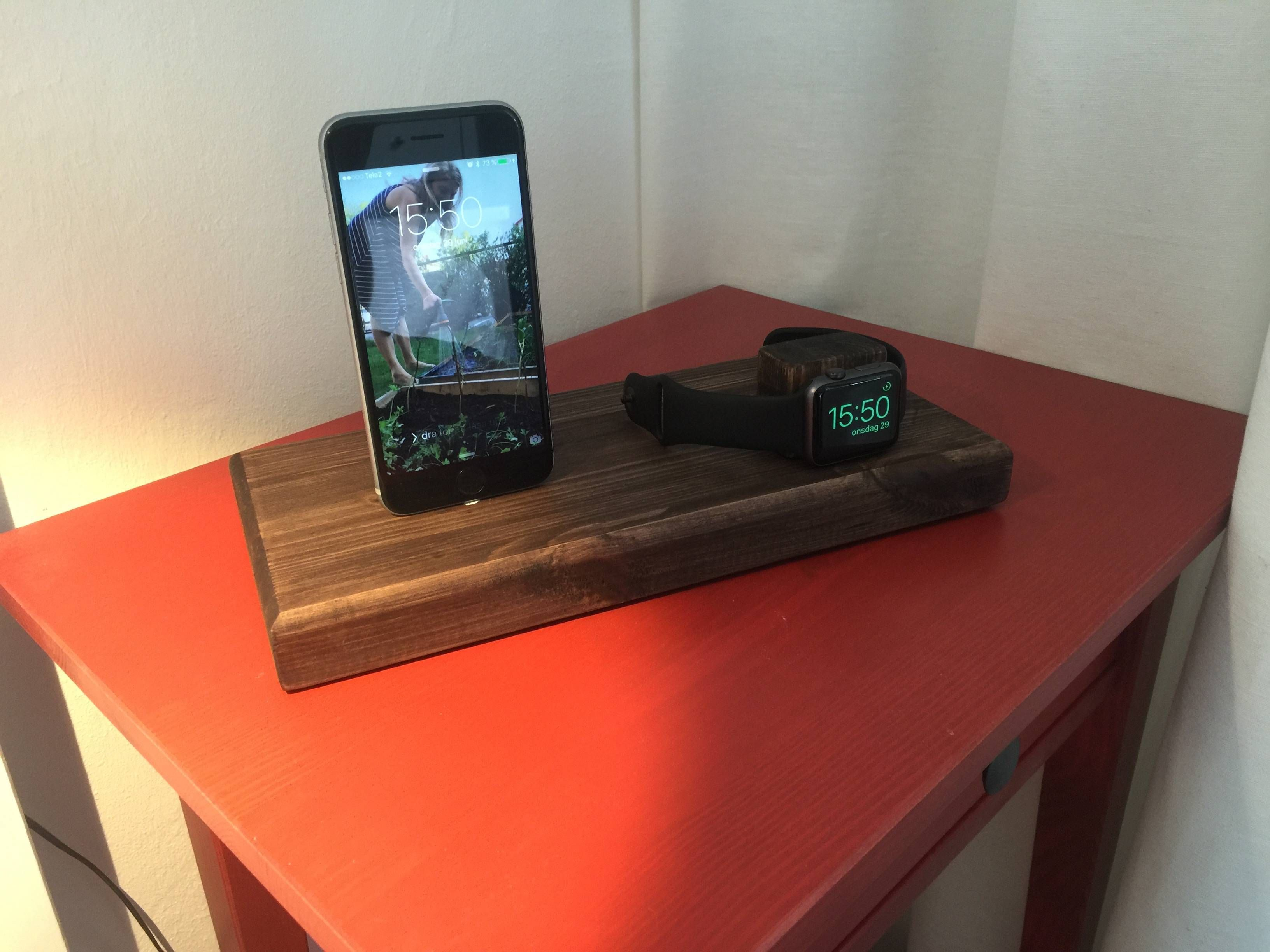 I made a 5 iPhone and apple watch stand (QuickCrafter