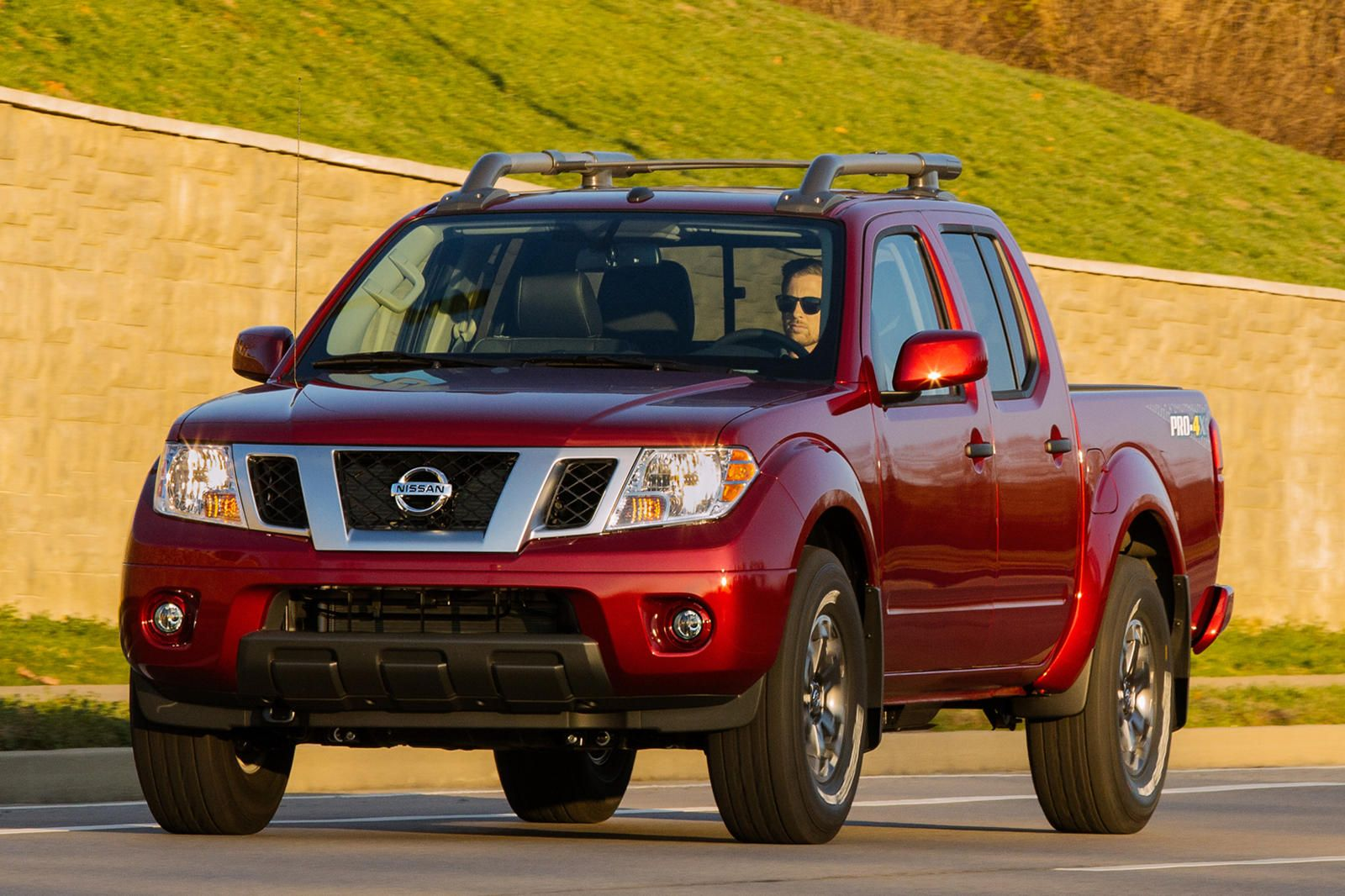 While We Re Still Waiting For The Redesigned 2021 Nissan Frontier To Arrive Later This Year Nissan Updated Nissan Frontier Old Trucks New Engine