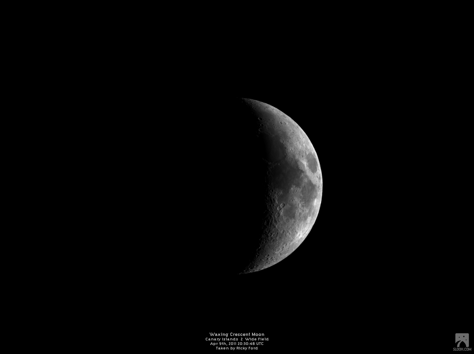 Waxing Crescent Moon Imaged Using Slooh S Canary Islands 2 Wide Field On Apr 9th 2011 At 20 30 48 Utc Moon Images Crescent Moon Moon