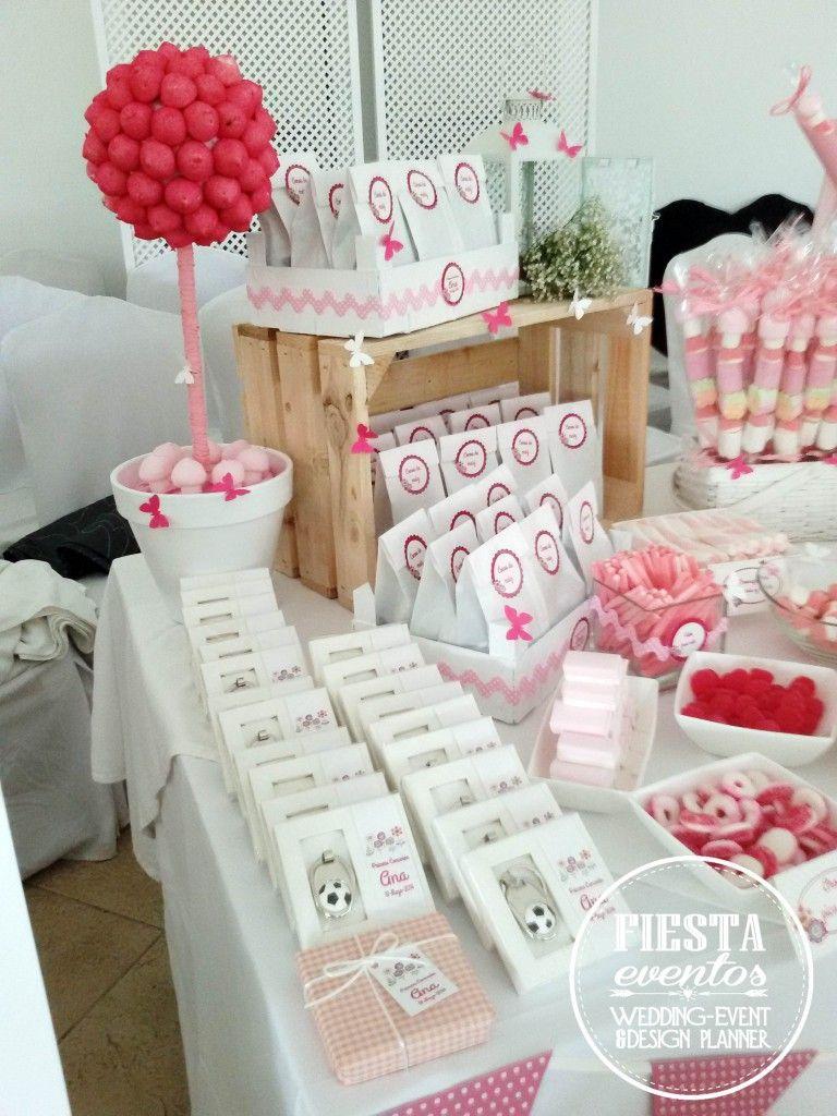 Mesa dulces primera comuni n ana fiestaeventos - Como decorar cajas de madera para centros de mesa ...