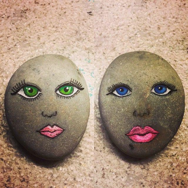 Øver ansigter / practice faces #malpåsten#sten#stones#paintedstones#rockpainting#practice#øvelsegørmester#eyes#detkanjegli#justforfun