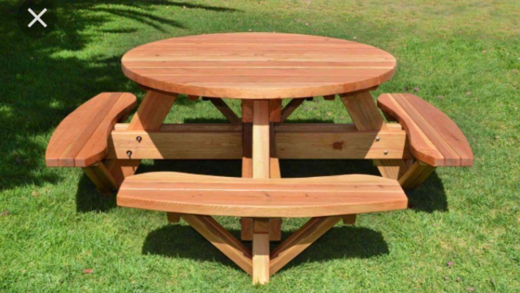 Table de Jardin 8 places avec banc intégré. Très conviviale ...