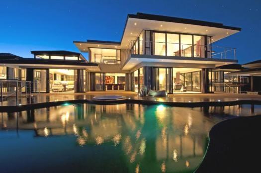 Casa da sogno con pareti in vetro with case moderne con for Case in stile villa italiana