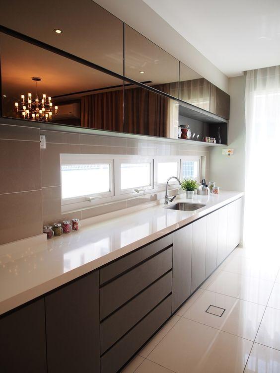 Simple yet modern kitchen design by Sachi Interior Design Cozinha