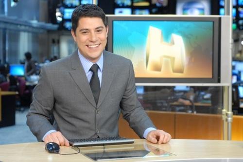 """Evaristo Costa apresenta o """"Fantástico"""" e faz sucesso na internet   Notas Celebridades - Yahoo Celebridades Brasil"""