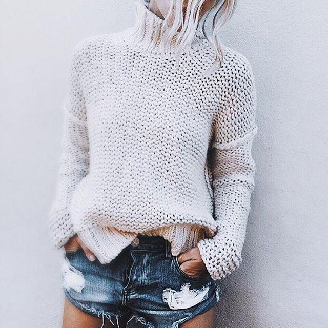 13 Outfits con suéter blanco súper bonitos, sencillos y casuales