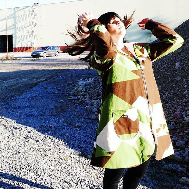 #hairflip at #hoppudesign #photoshoot 😄😍 #sustainablefashion #ethicalfashion #eettinenmuoti #madeinfinland #recycling #Tampella #cotton  #visitsali #ekoanna #finfactoryfi #ompeluelämää  #sewing