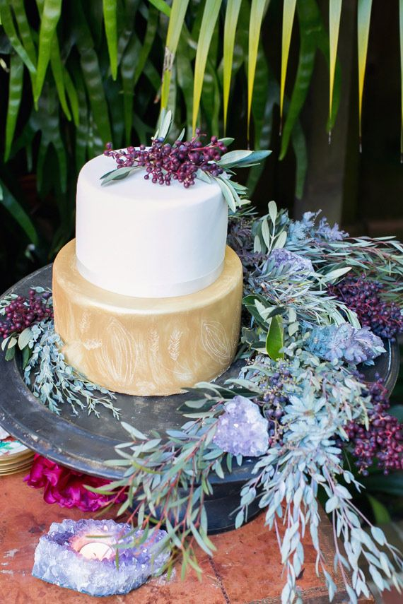 Southern California elopement inspiration | Photo by Scott Clark Photo | Cake by MJB Cakes   | Read more - http://www.100layercake.com/blog/?p=67030