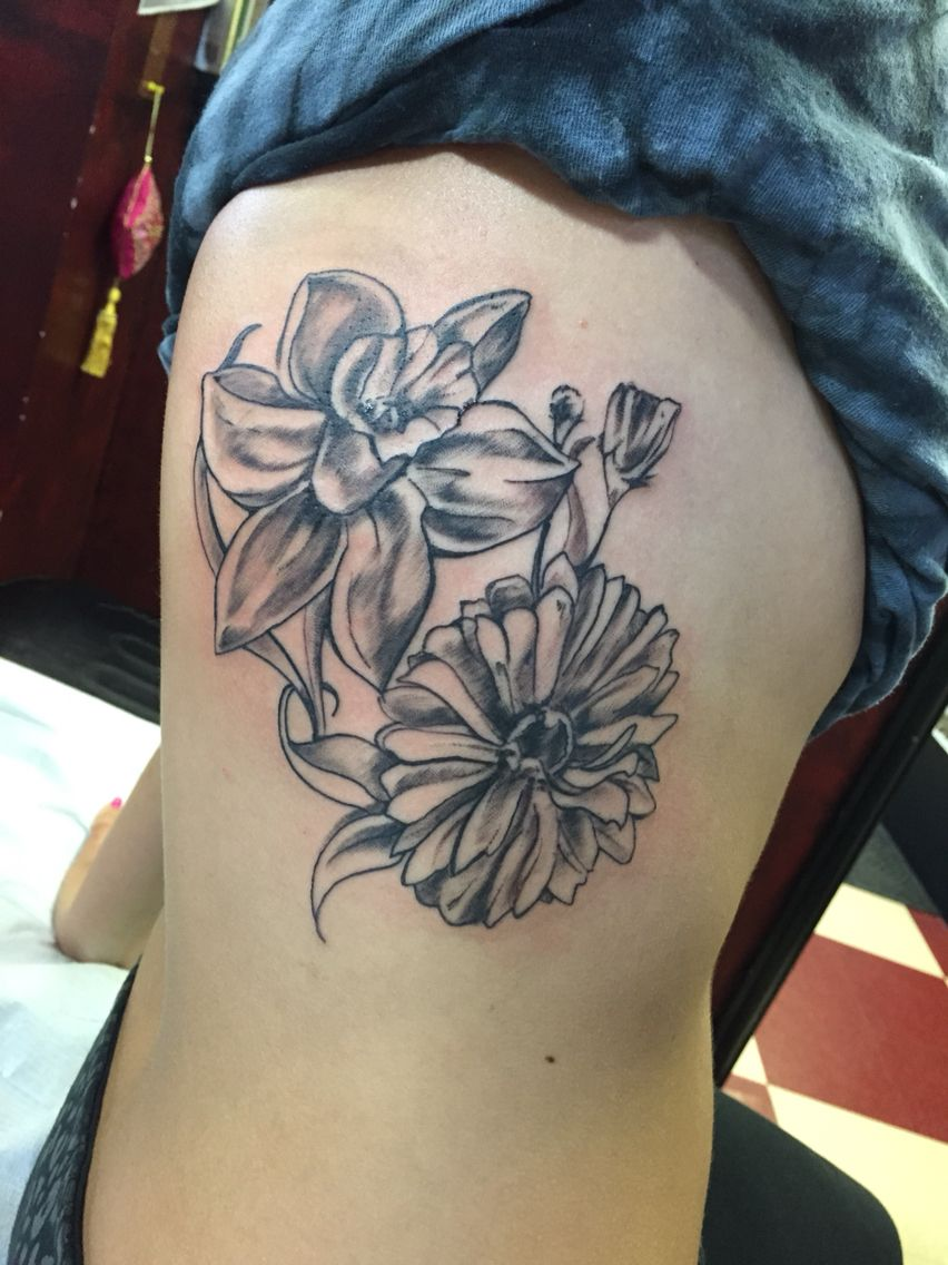 Daffodil And Aster Tattoo The Daffodil Is The March Flower Which Is When My Poppop S Birthday Was Birth Flower Tattoos September Birth Flower Birth Flowers