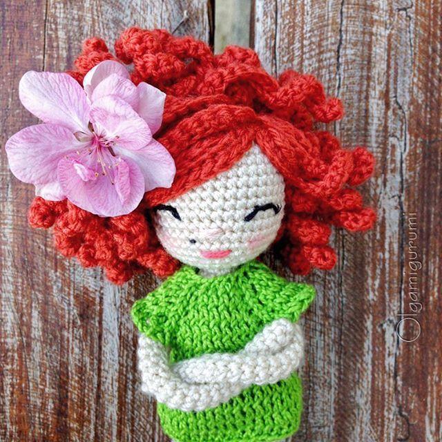 "Olga Rodríguez on Instagram: ""¡Feliz día de la mujer! ???? Happy international women's day!???? ✨?✨ #crochetdoll #amigurumidoll #amigurumisofinstagram #handmadedoll…"""