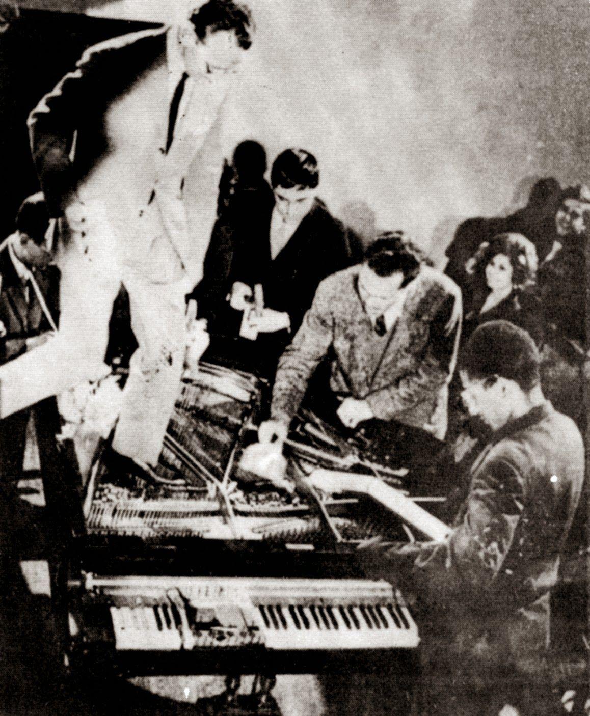Philip Corner Pianoactiviteit 1962 Performance Internationale Festspiele Neuester Musik Stadtische Museum Wiesbaden Art History Fluxu Msr Paraphrase Corpu Dataset