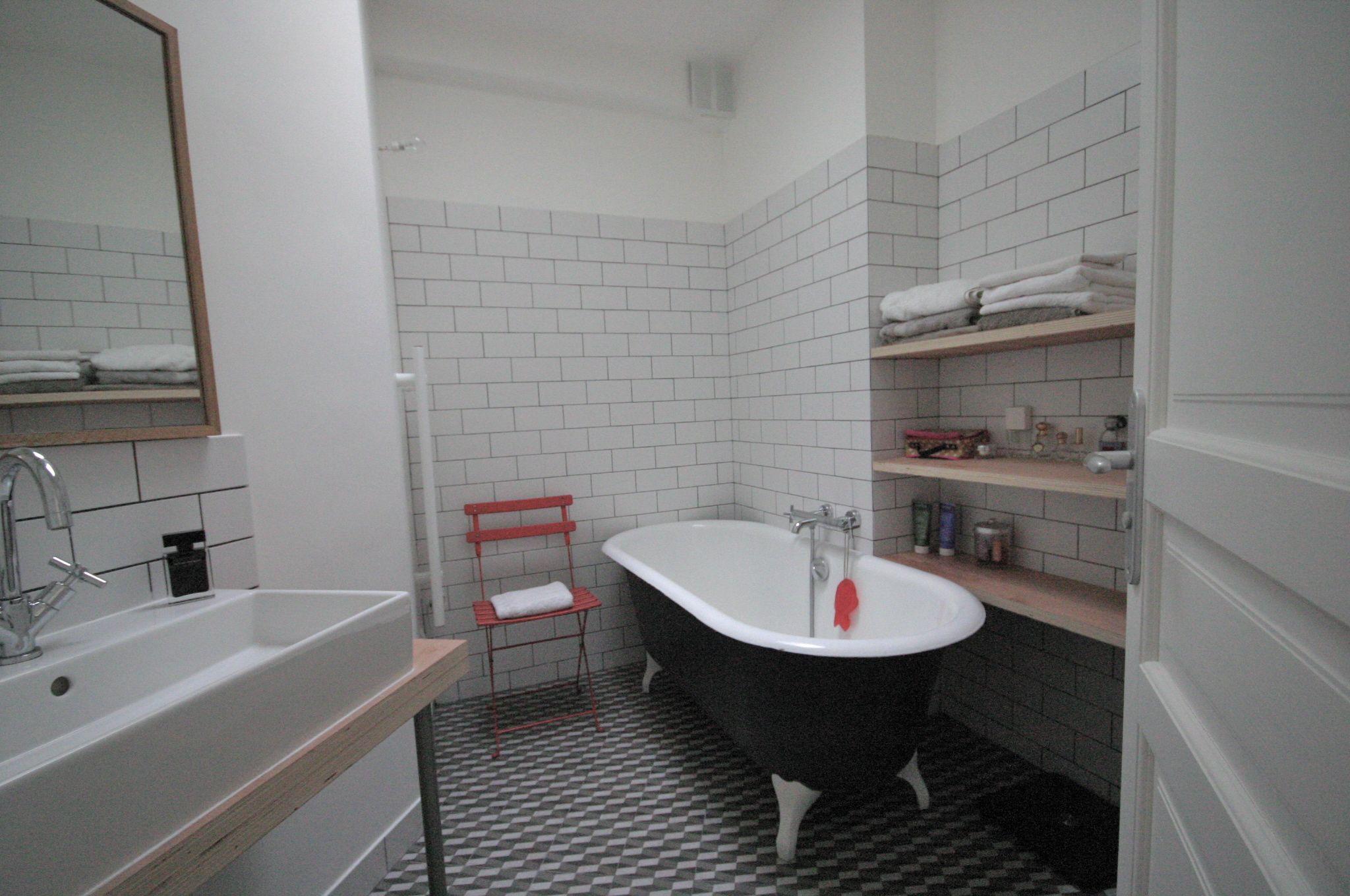 Grey and white bathroom, with Mutina Azulej floor tiling and retro tub by Murs & Merveilles   www.mursetmerveilles.fr