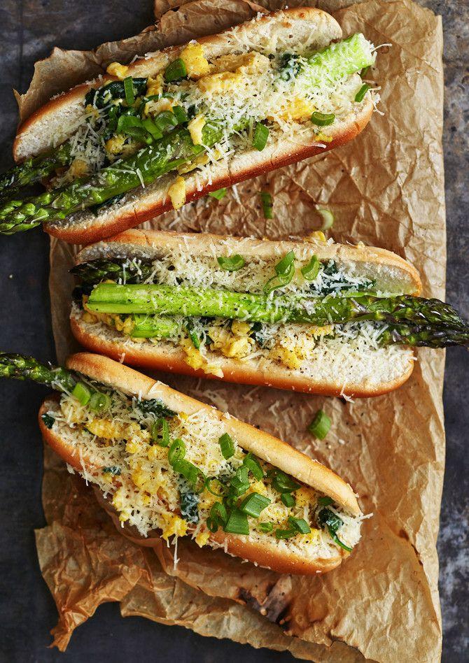 Nyt ei kasvishodari kalpene yhtään lihaisien hot dogien rinnalla. Parsadogi on elegantti tarjottava vaikkapa brunssilla.