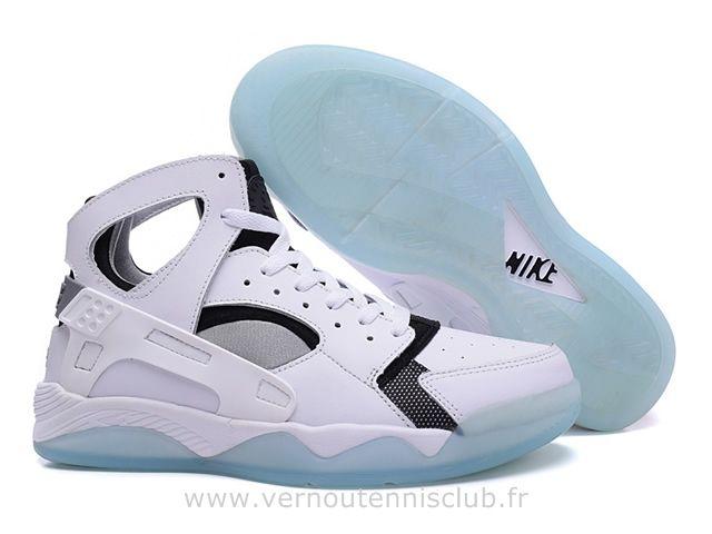Qualité supérieure 975df dc6a1 Nike Air Flight Huarache Chaussure pour Homme Blanc Noir ...