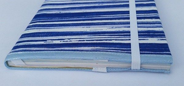 Tutorial: Fabric book cover with an elastic strap