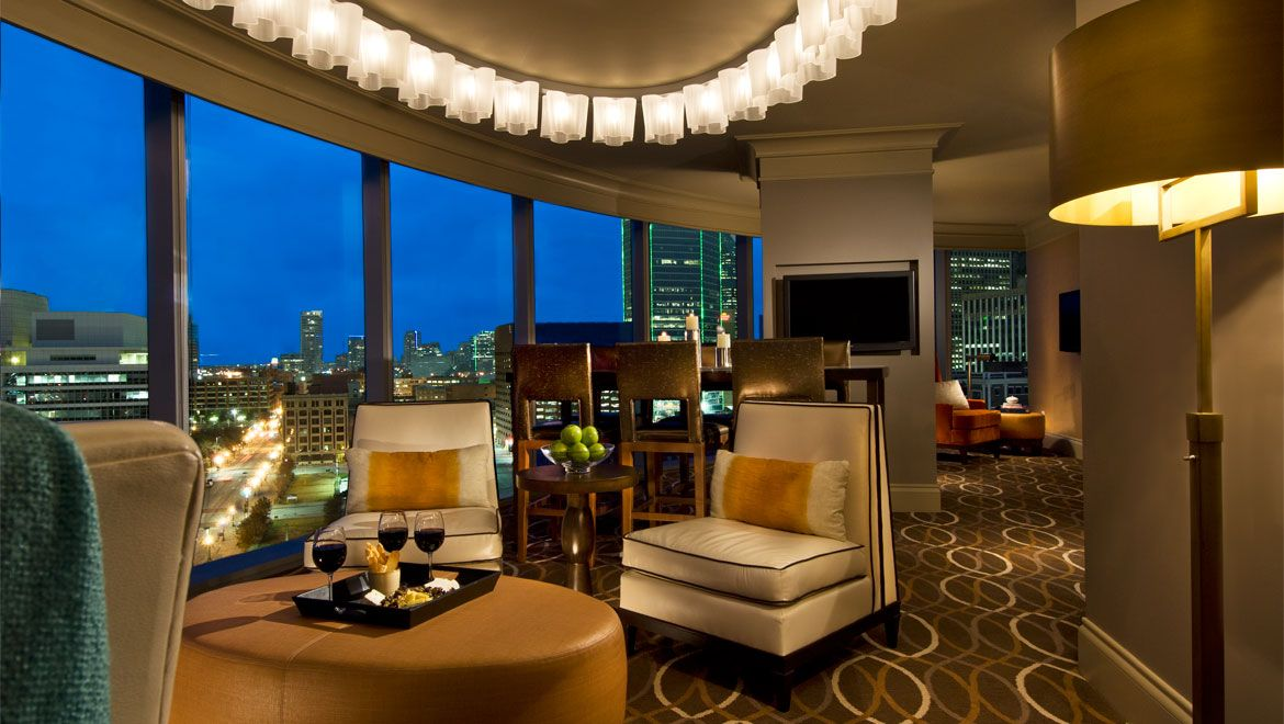 Omni Dallas Hotel S Luxurious Guest Rooms Spa Services Meeting Es And Heated Infinity Swimming Pool Make It A Crown Jewel In Downtown