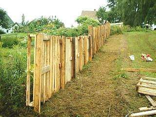 Build A Fence From Recycled Wood Pallets Here 39 S A