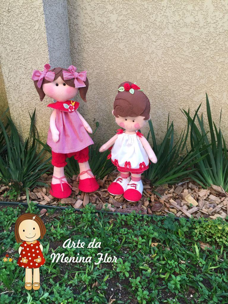 Bonequinhas em feltros feito tudo a mão e com muito carinho Molde da boneca pequena eh de Fernanda Lacerda com apenas alguns ajustes