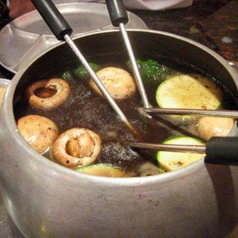 Beef Bourguignonne Fondue with Horseradish Sauce #fondue