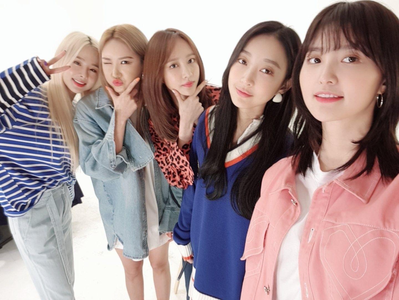 Pin By Better On C South Korean Girls Kpop Girls Korean Girl Groups