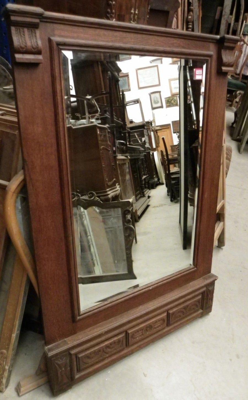 Espejo con marco de madera y detalles tallados de l neas for Espejo rectangular con marco de madera