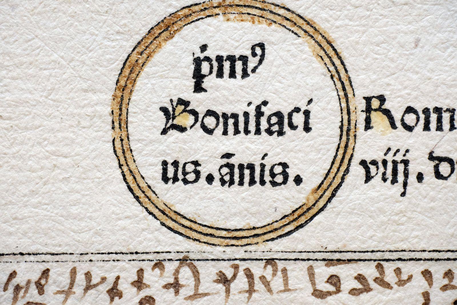 French incunabula rotunda, late 1400s. via Boekwetenschap en Handschriftenkunde Amsterdam