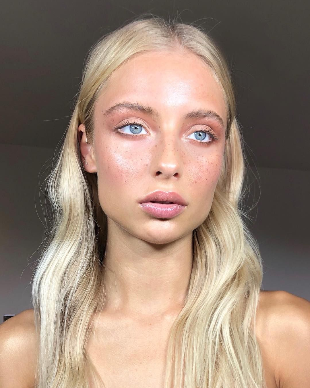 Starting The Day With Freckles A Soft Glow On This Scandinavian Beauty Margauxalexandra Hair By Patrickwilso Makeup Looks Light Blonde Hair Natural Makeup