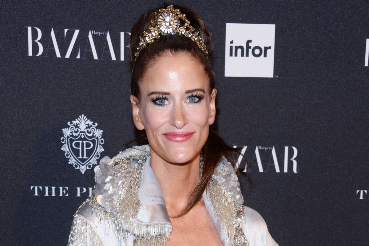 Art curator Stacy Engman admits to wearing a tiara on a flight 828c53b76468