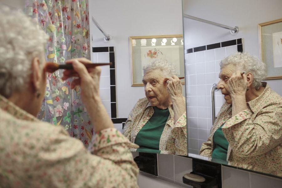 Como é a rotina de mulheres independentes e com mais de 80 anos em Nova York? Eis o mote do projeto Life Ever After, da fotógrafa brasileira Patrícia Monteiro, 25 anos, tocado quando ela fazia um curso por lá, em 2014.