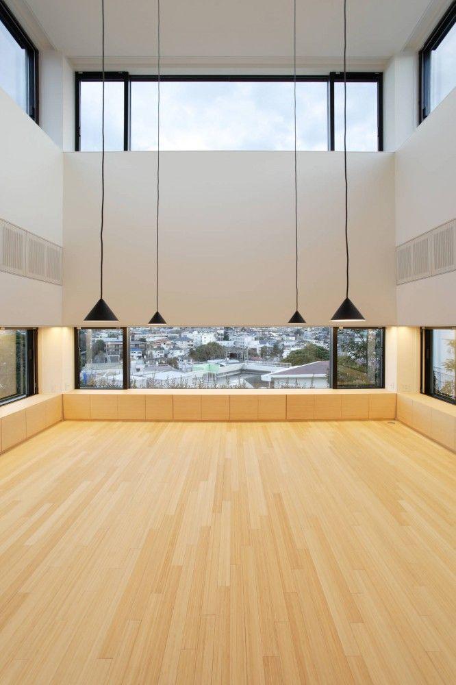 potential......House on the Bluff / Edward Suzuki Associates