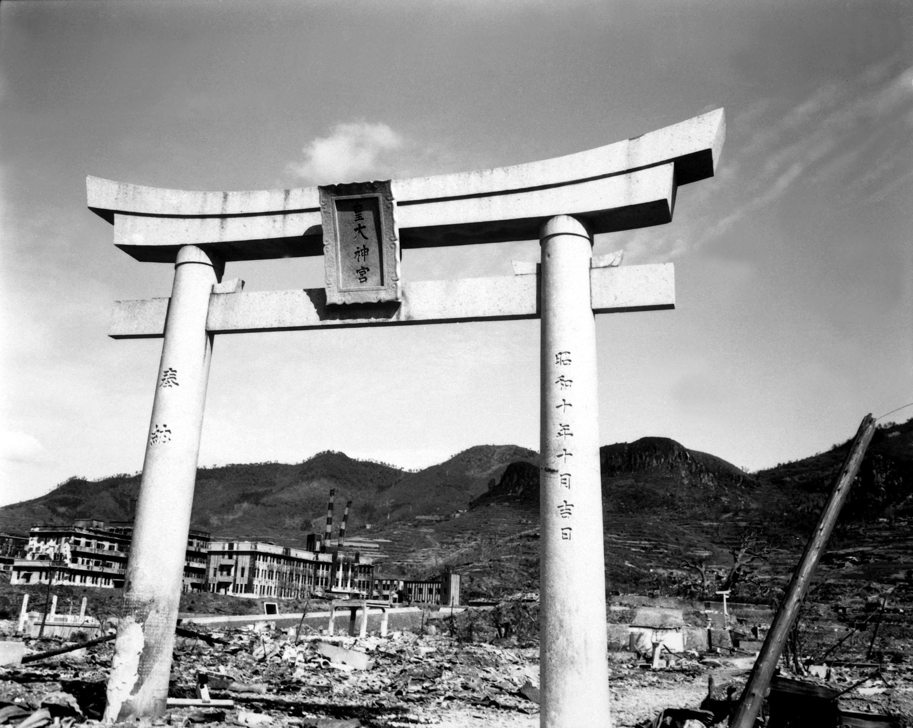an introduction to the history of two american atomic bombs dropped on japan Access date in the years since the two atomic bombs were dropped on japan 1945 american bomber drops atomic bomb on hiroshima.