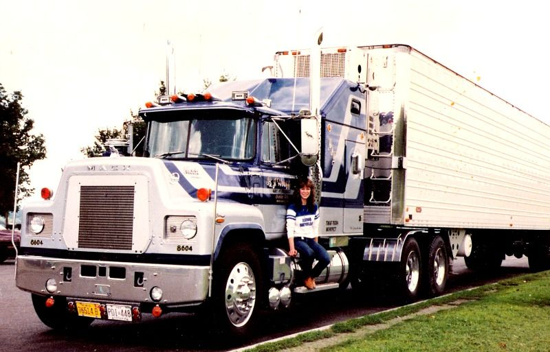 1986 Mack,model R California style, small dog with a big house!350/4 valves Mack motor, 13over, 12-40 Neway air ,cranked up a bit. Renee bought it to teach his wife to drive:she kept it after she learned to drive!Truck ran produce from USA-Canada