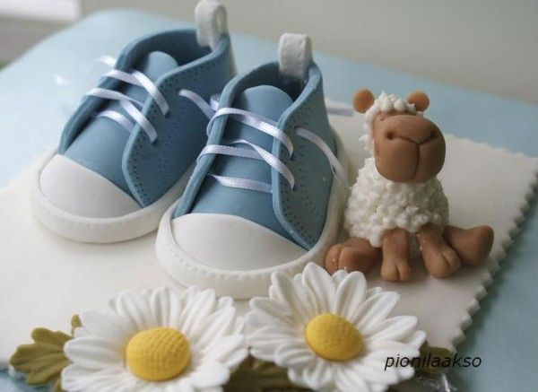 Responsible for making the cake for a baby shower? Maybe a child's birthday? This baby shoes tutorial shows you how to create your own!