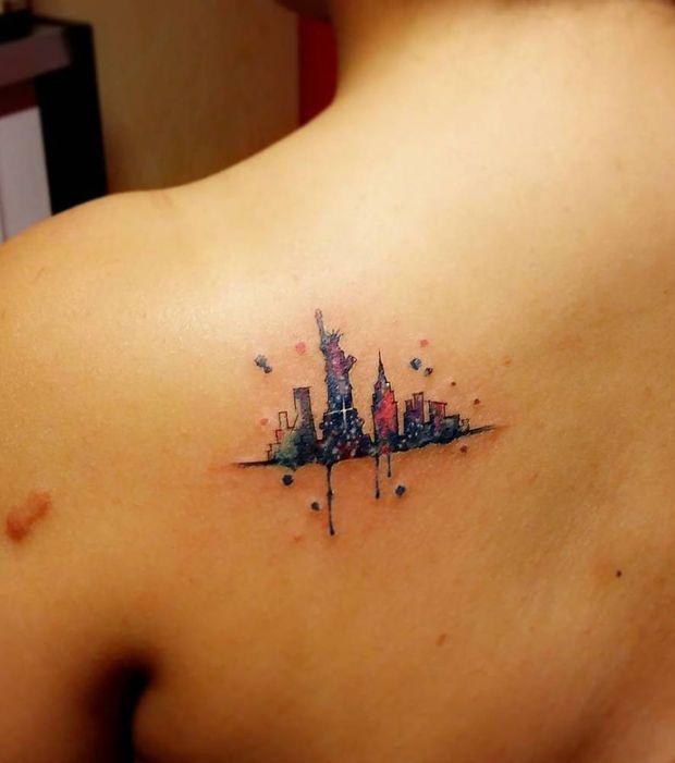 tatouage femme new york sur la clavicule tatouages femme york et tatouages. Black Bedroom Furniture Sets. Home Design Ideas