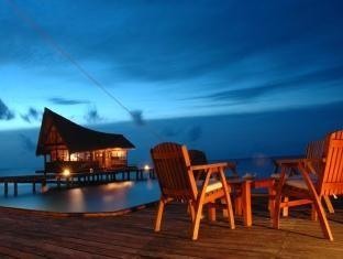 Kuramathi Island Resort Located On Rasdhoo Atoll This Beautiful Maldivian Resort Offers An Excellent R Maldives Resort Maldives Luxury Resorts Island Resort
