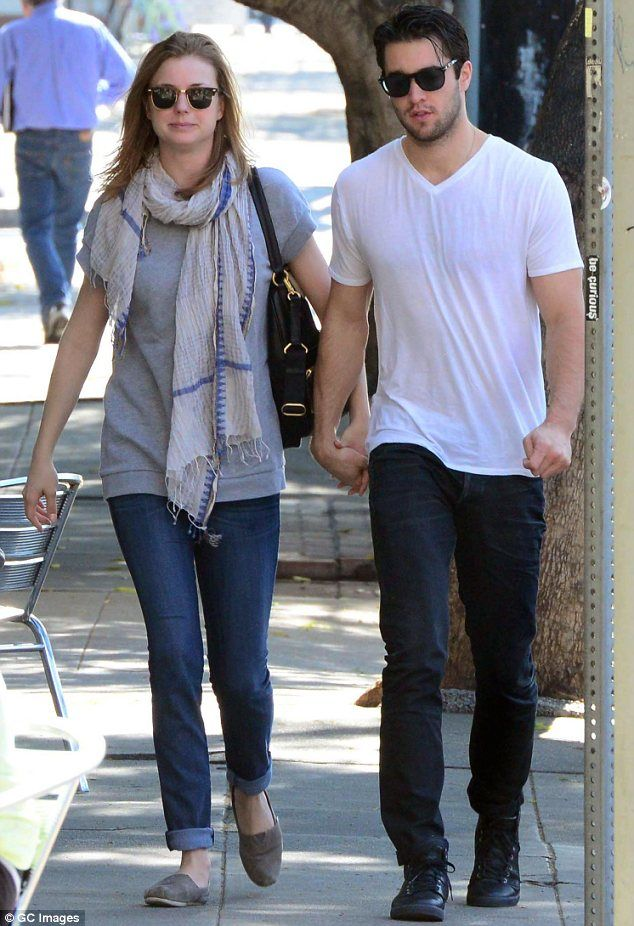 emily vancamp who is she dating
