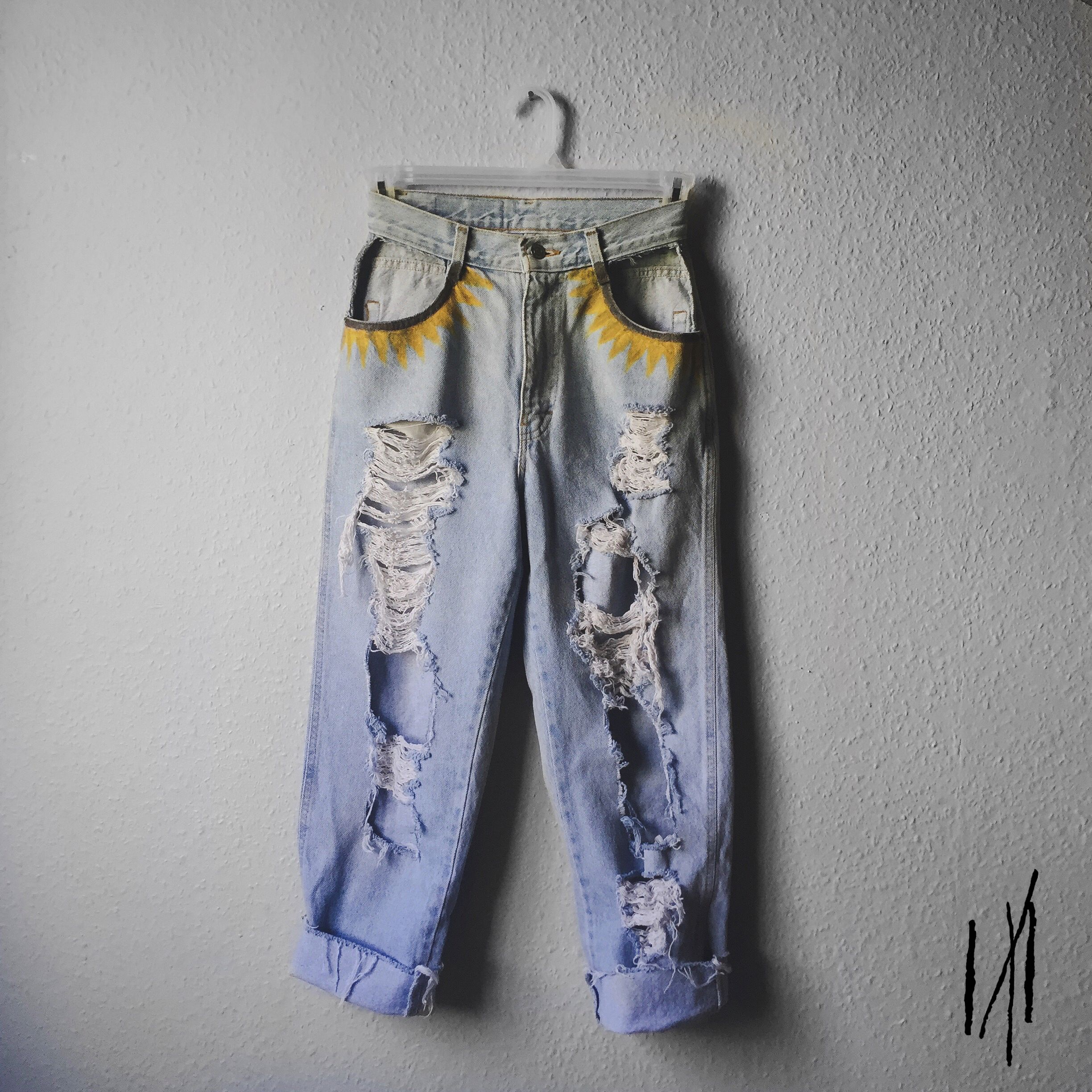 f91ec0420c #handpainted #distressed #momjeans #sunflower #bohostyle #bohemianclothes  #painteddenim #ripped #flowers #depop