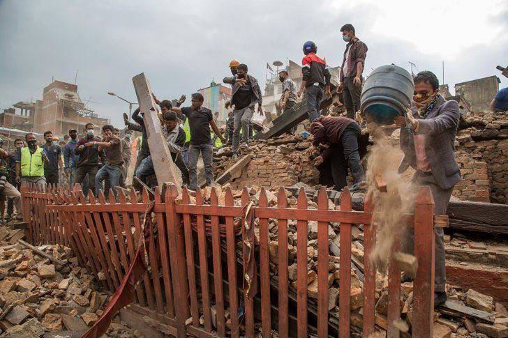 Pin for Later: Heartbreaking Pictures Show the Aftermath of the Nepal Earthquake
