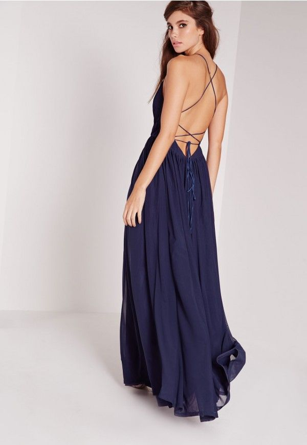 c0fa6d6898a Faites-vous un look de rêve avec cette robe longue bleu marine. Son buste