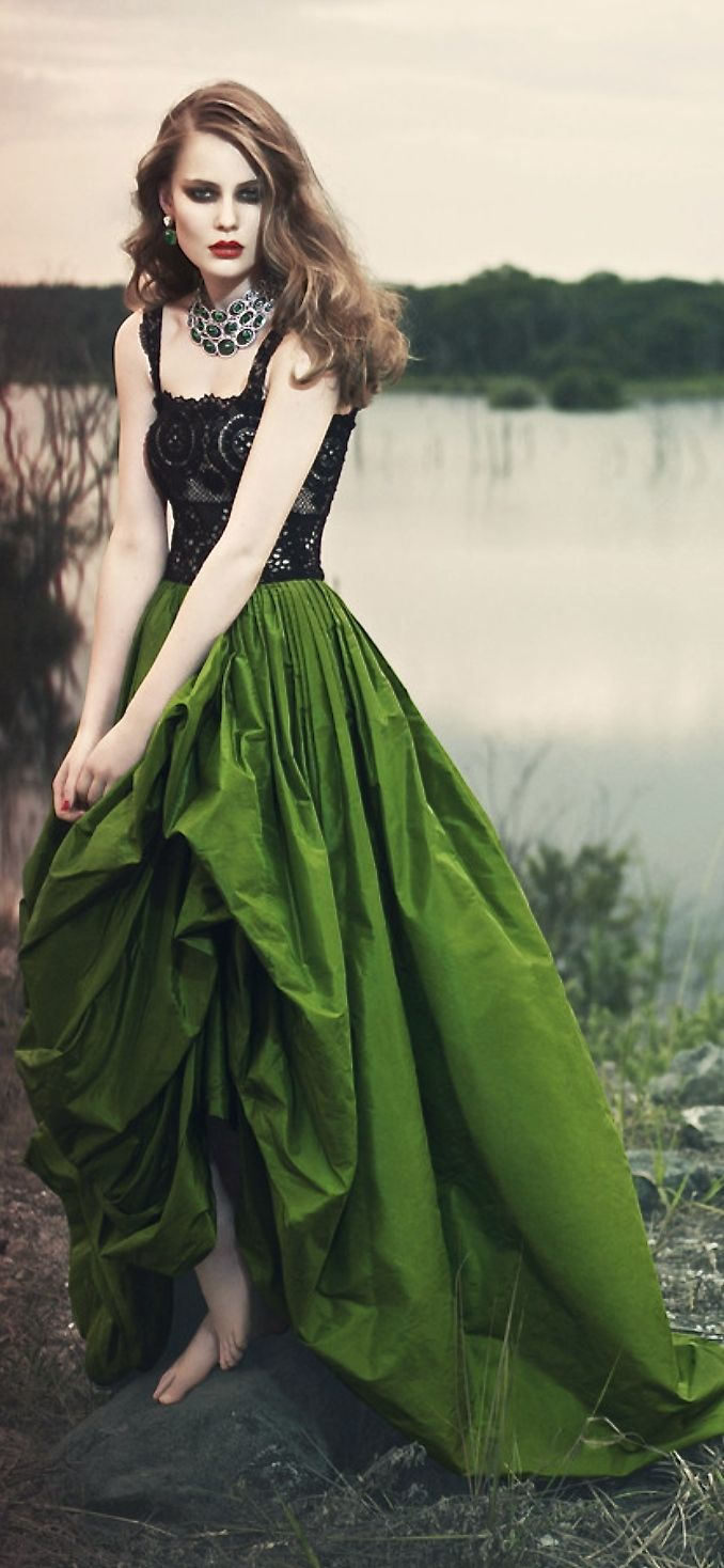 Oscar de la Renta - drawing reference for drawing skirts on dresses