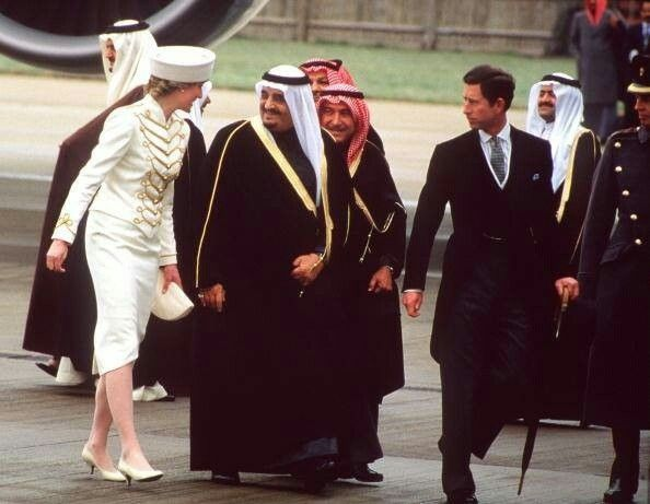 March 24 1987 King Fahd Bin Abdulaziz Al Saud The King Of Saudi Arabia Arrives At Gatwick Airport In London On A Three Day Princess Diana King Fahd Diana