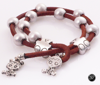 How to make this beautiful pearl leather bracelet at blog www