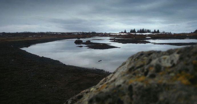 http://linandara.com/grey-grey-iceland-water-reflections-cloudy/