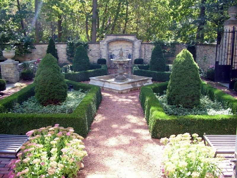 Amazing garden at this luxury estate 3474 n lake dr for Courtyard landscape oostburg wi