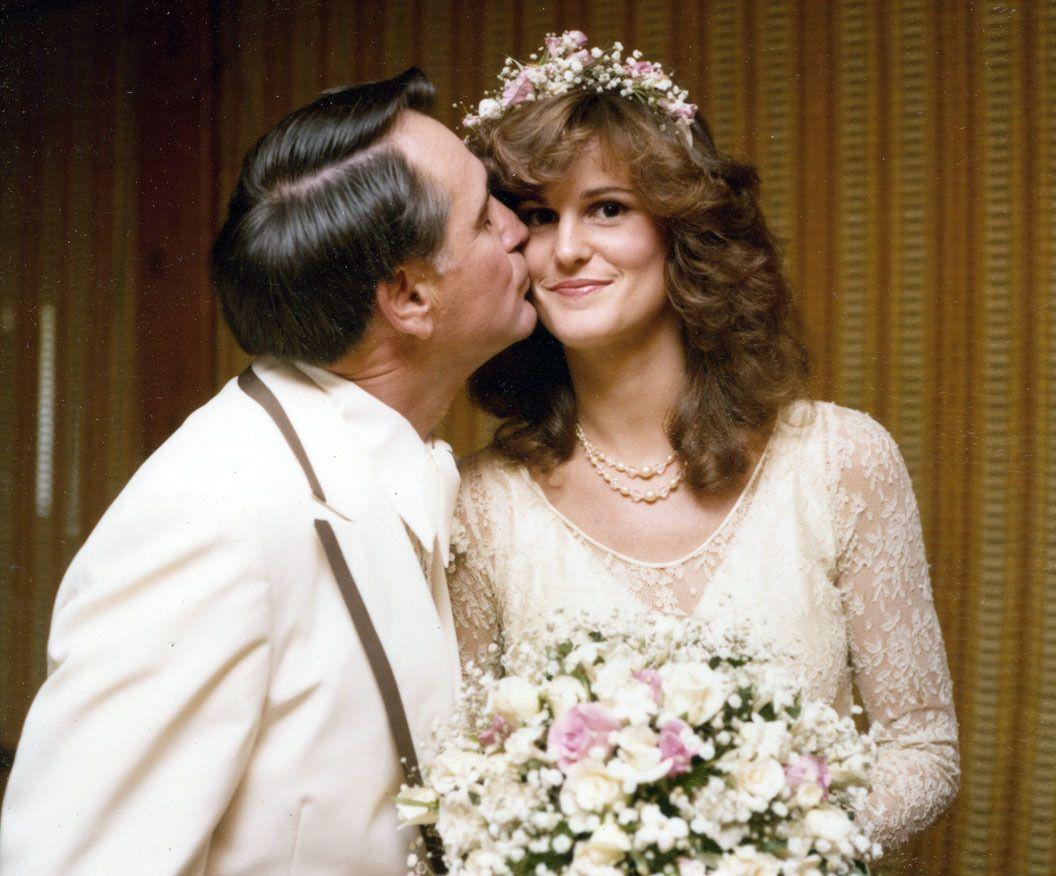 1970s wedding dress  Pin by Kathlyne Richard on vintage weddings  Pinterest  Vintage