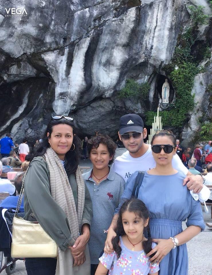 Superstar #MaheshBabu With Family Paris Trip Pics #Namrata